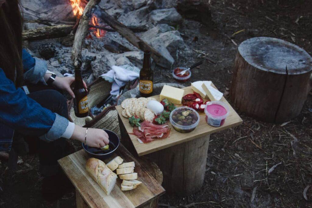 hikers eating backpacking food