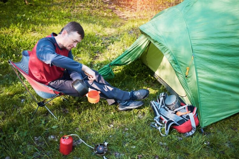 hiker fixing backpacking food