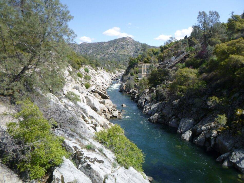 Scenic Family Hiking on the San Joaquin River Gorge Trail